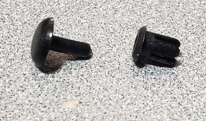 SBR Plastic Removable Rivets (8)